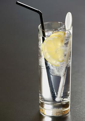recette du cocktail gin tonic au schweppes. Black Bedroom Furniture Sets. Home Design Ideas