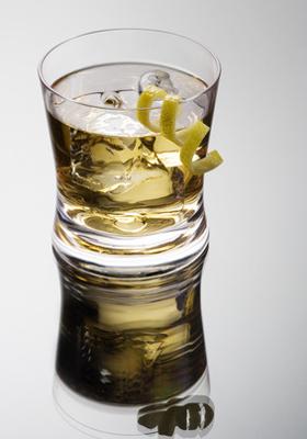 Recette du cocktail rusty nail au whisky et drambuie for Cocktail whisky miel